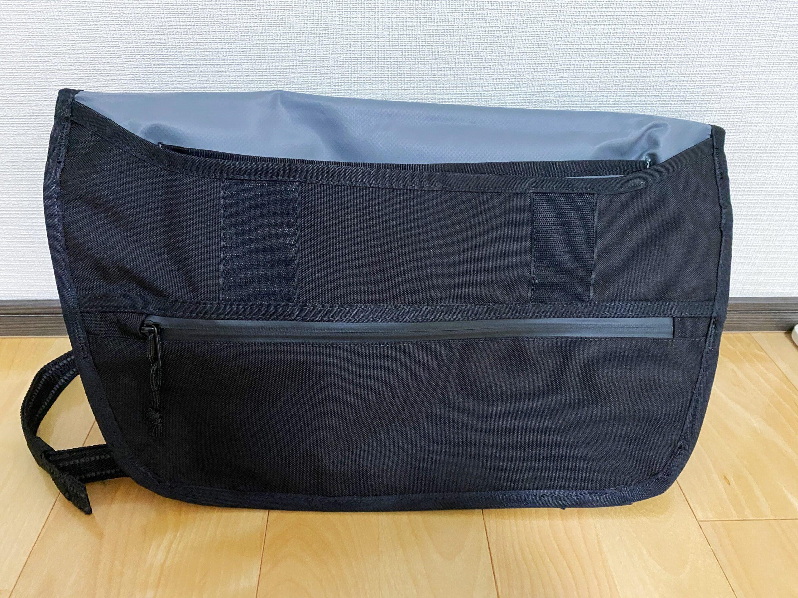 SIMPLE MESSENGER BAG ファスナー