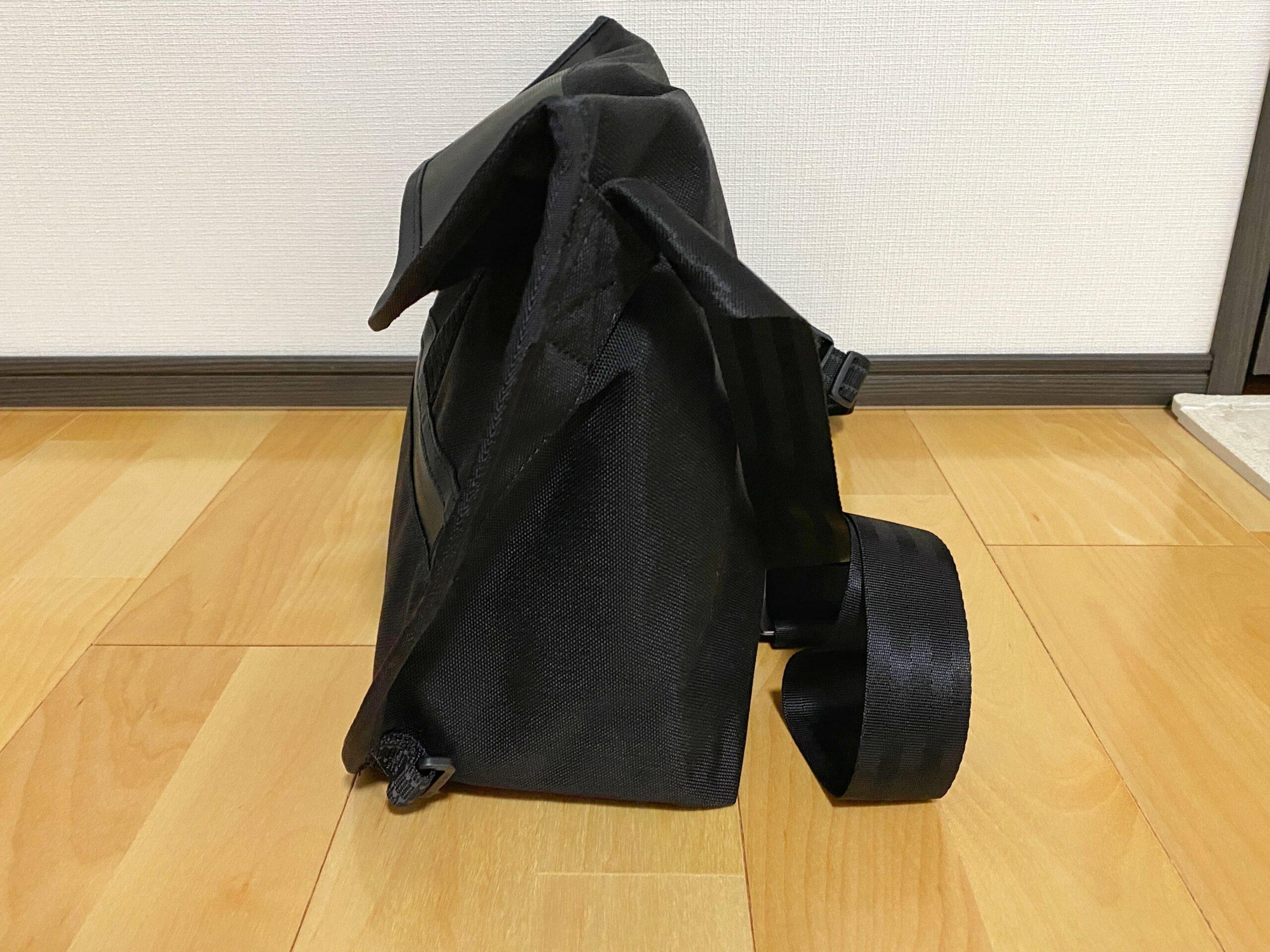 SIMPLE MESSENGER BAG 横向き画像